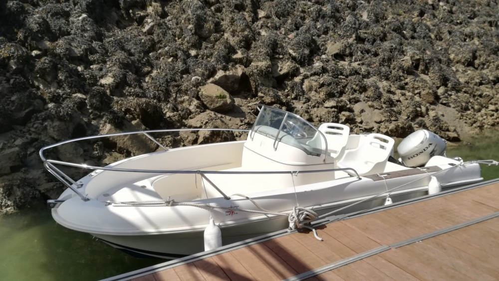 Hire Motor boat with or without skipper Jeanneau Saint-Malo