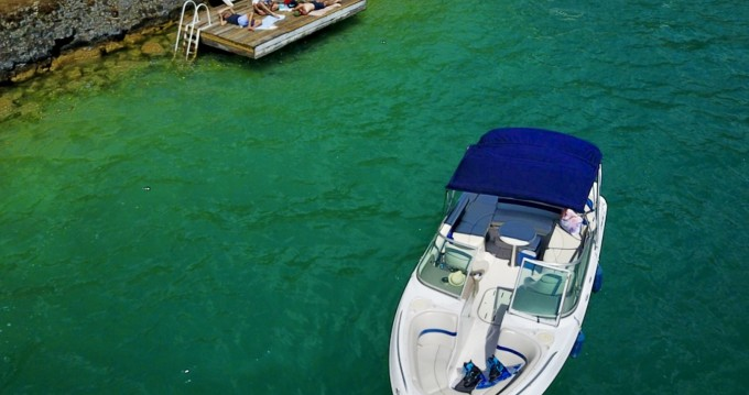 Rental Motorboat in Annecy - Four Winns Horizon 220