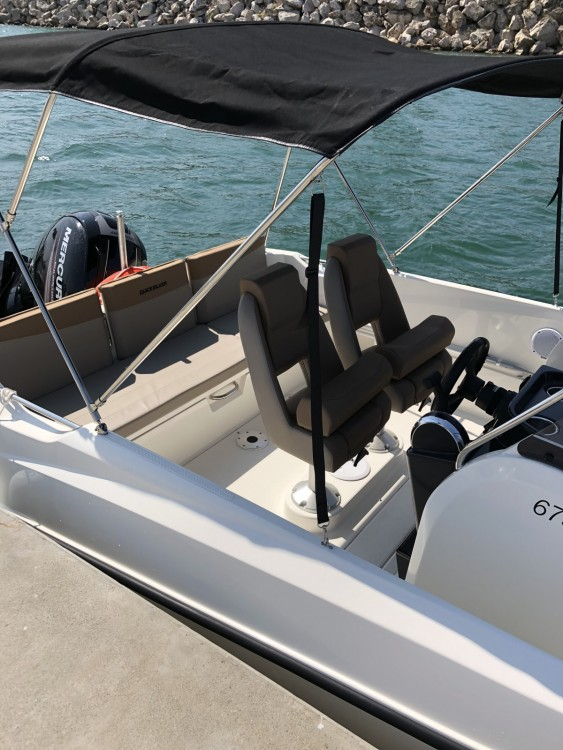 Quicksilver Activ 675 Open Sport between personal and professional