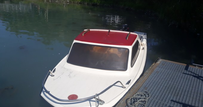 Motorboat for rent Chanaz at the best price
