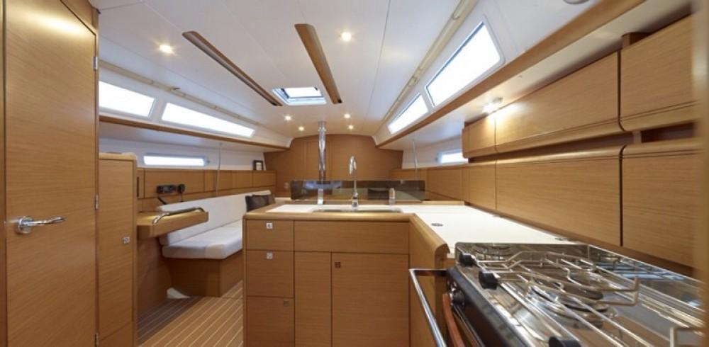 Rental yacht Álimos - Jeanneau Sun Odyssey 379 on SamBoat
