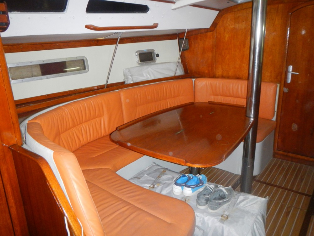 Sailboat for rent Hyères at the best price
