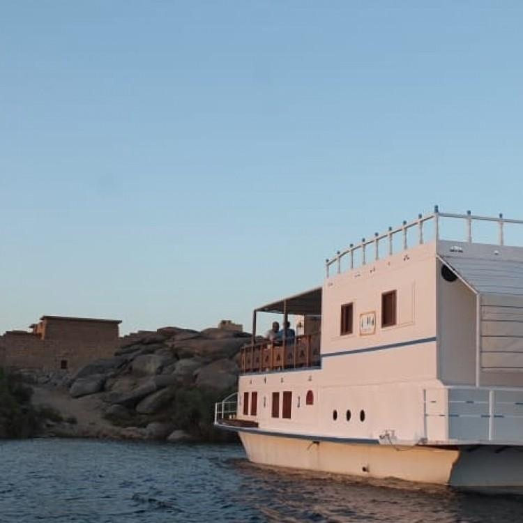 Boat rental Queen Tiyi Safari Boat in Aswan on Samboat