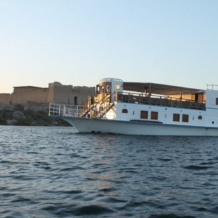 Queen Tiyi Safari Boat between personal and professional Aswan
