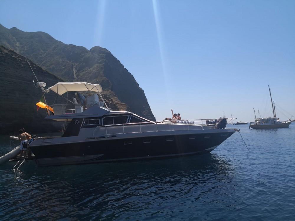 Rental Motor boat Mochi Craft with a permit