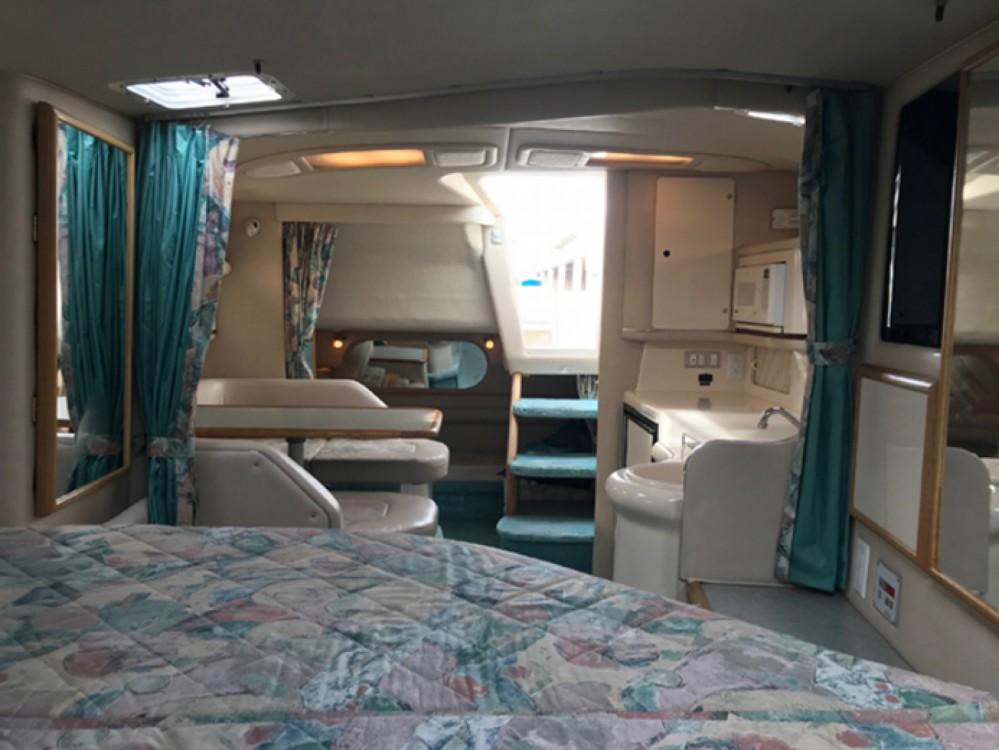Boat rental Sea Ray Sea Ray 330 Sundancer in Giovinazzo on Samboat