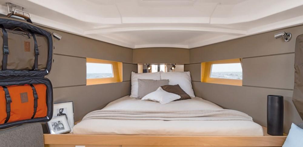 Rental yacht Dubrovnik - Bénéteau Oceanis 38 on SamBoat