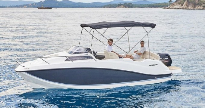 Quicksilver Activ 555 Cabin between personal and professional Saint-Laurent-du-Var