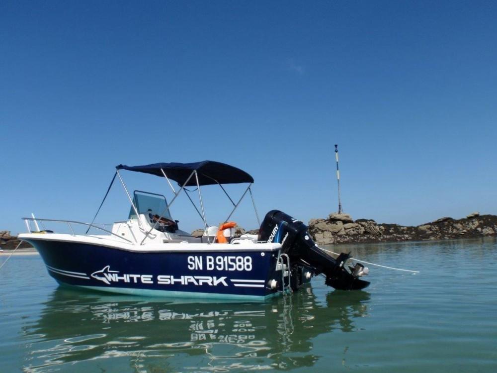 Boat rental White Shark White Shark 205 in La Rochelle on Samboat