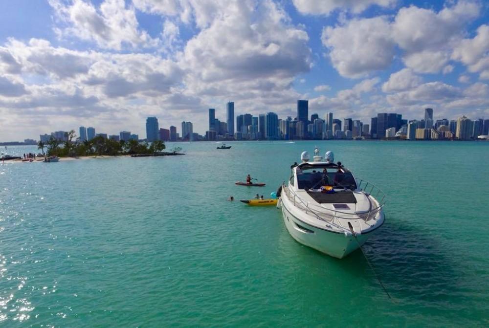 Rent a Azimut Atlantis 44 Miami