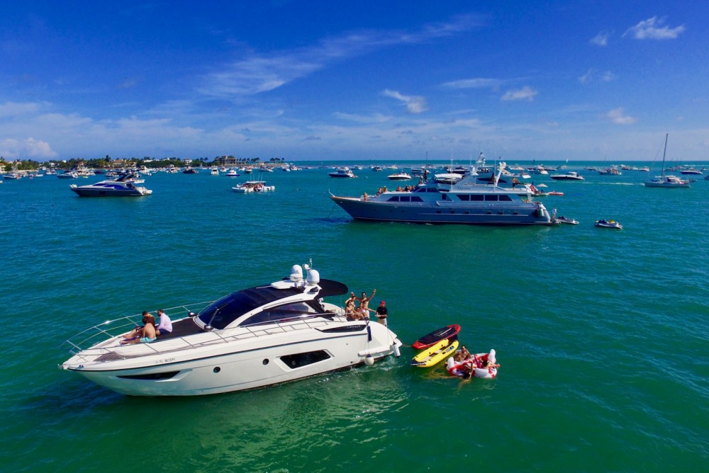 Hire Yacht with or without skipper Azimut Miami