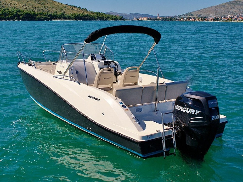 Motor boat for rent Excenevex at the best price