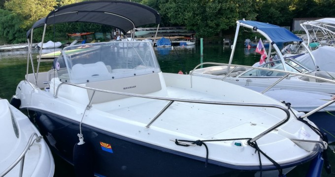 Quicksilver Activ 675 Sundeck between personal and professional Excenevex