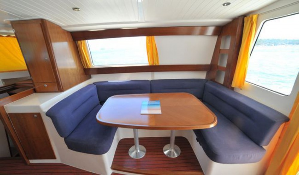 Fountaine Pajot Maryland 37 between personal and professional Real Club Náutico de Castellón
