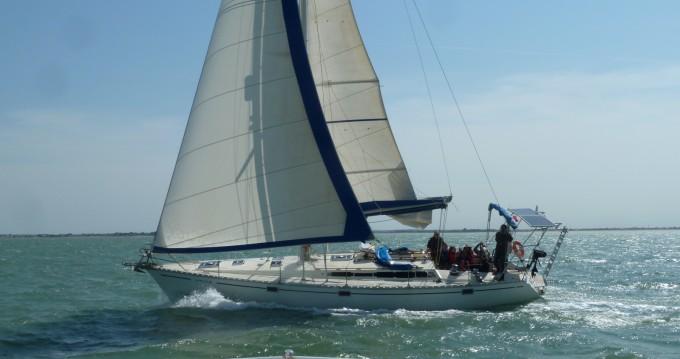 Boat rental Jeanneau Sun Kiss in Les Minimes on Samboat