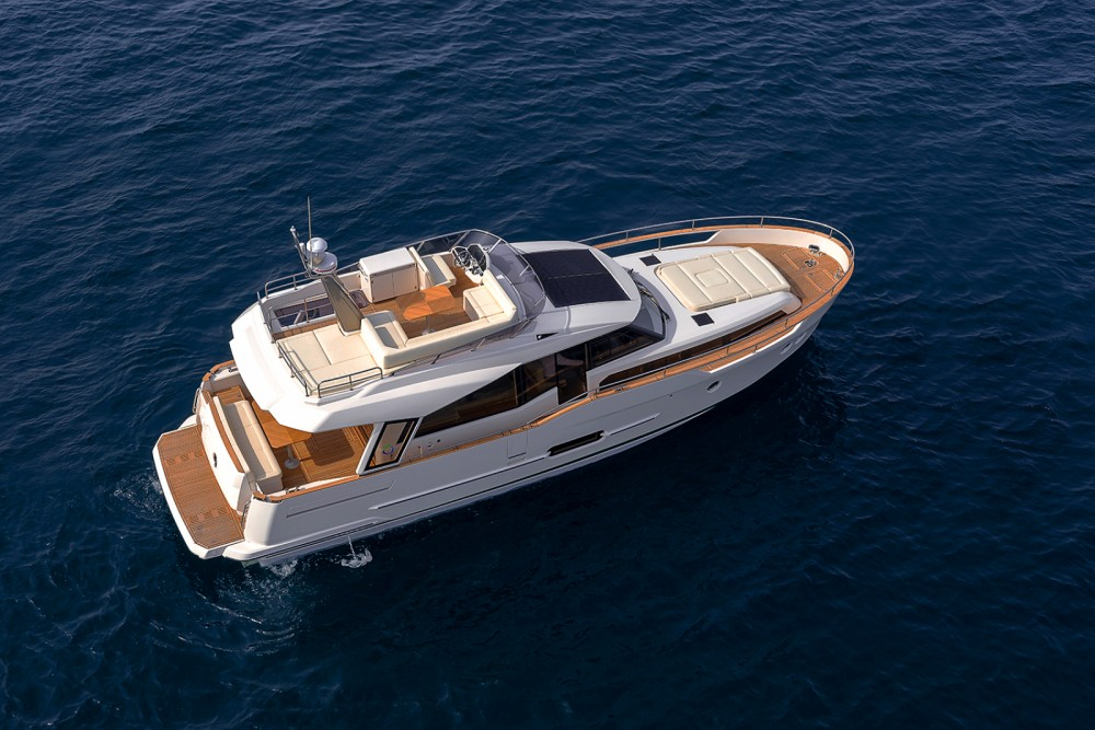 Greenline Hybrid 48 between personal and professional Comporta