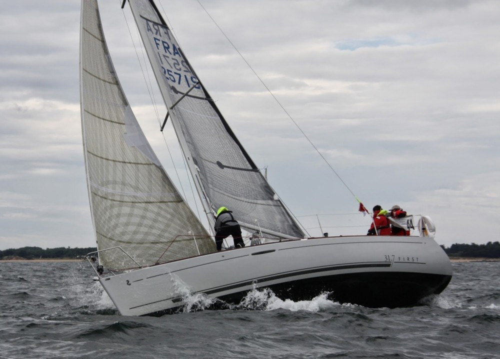Boat rental Saint-Gilles-Croix-de-Vie cheap First 31.7