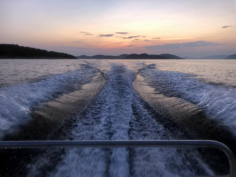 Rental Motor boat in Dubrovnik - Sea Ray Sea Ray 180 CB