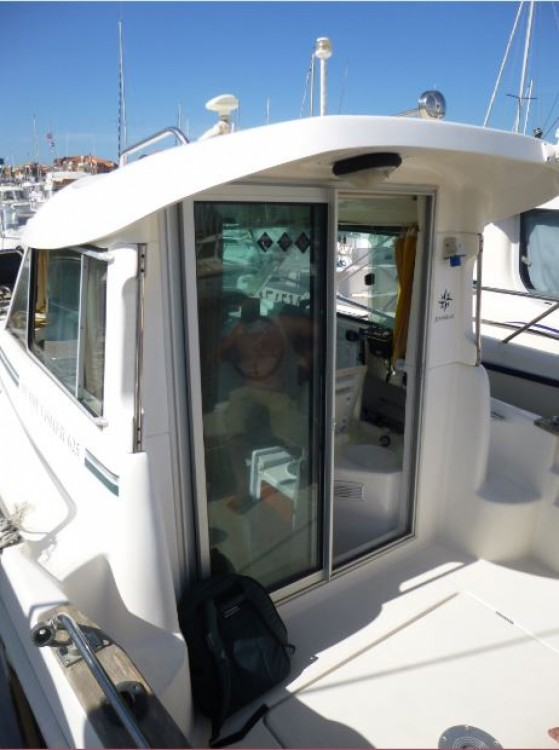 Hire Motor boat with or without skipper Jeanneau Capbreton