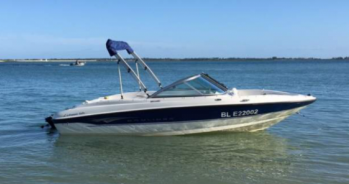 Rental Motorboat Bayliner with a permit