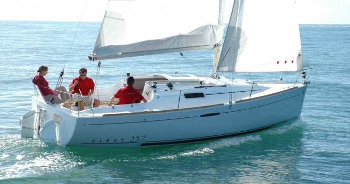 Rental yacht Quiberon - Bénéteau First 25.7 on SamBoat