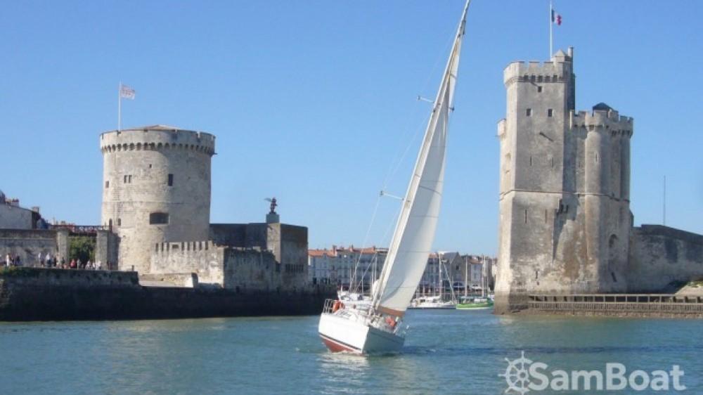 Hire Sailboat with or without skipper Bénéteau La Rochelle