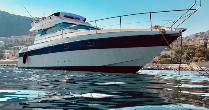 Rent a Gianetti 38 FLY Villefranche-sur-Mer