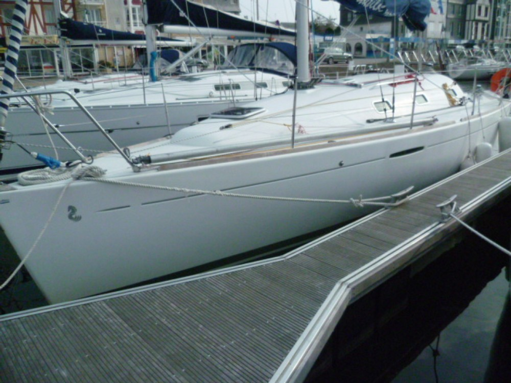 Rental Sailboat in Port du Crouesty - Bénéteau First 31.7