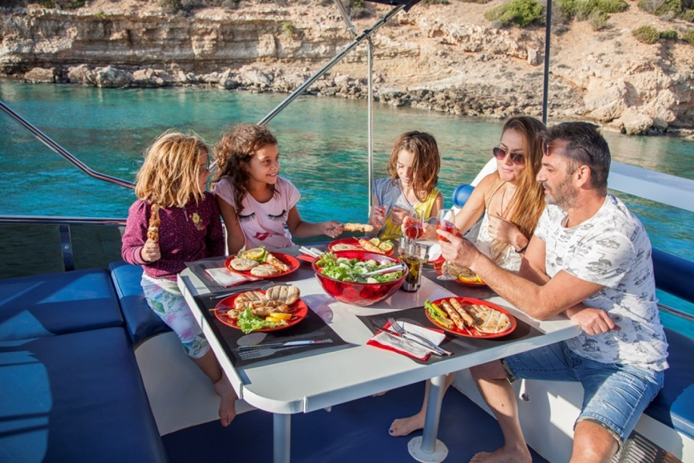 Hire Motor boat with or without skipper BRUCE ROBERTS Greece