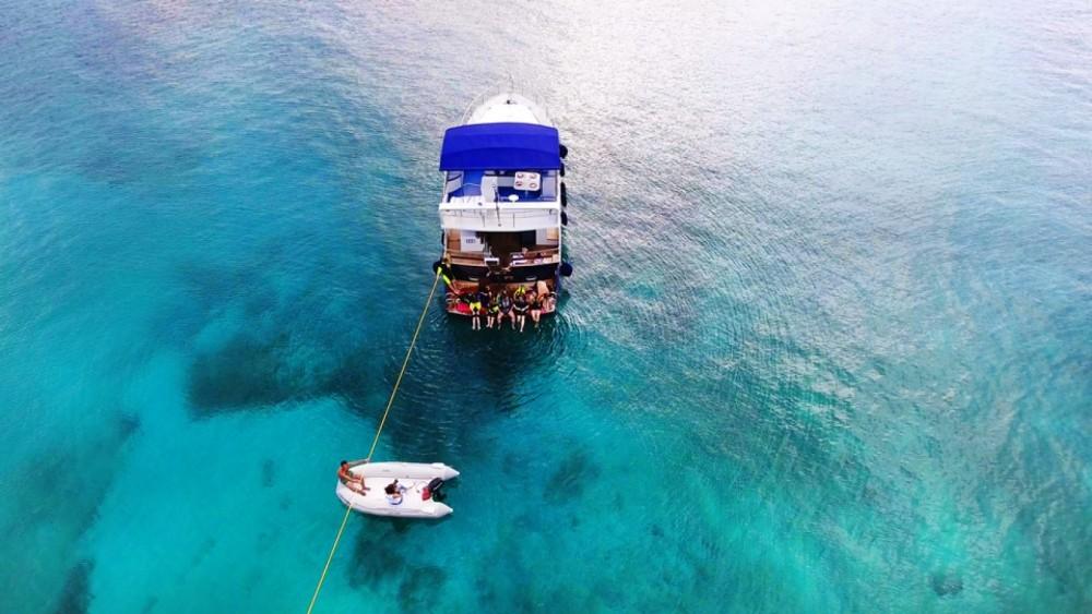 Rental Motor boat in Greece - BRUCE ROBERTS WAVE RUNNER 50