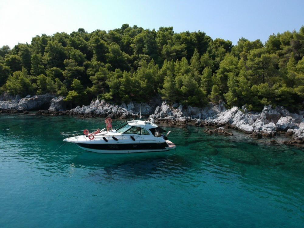 Boat rental Cruisers-Yachts Cruisers Yachts 430cc in Skiáthos on Samboat
