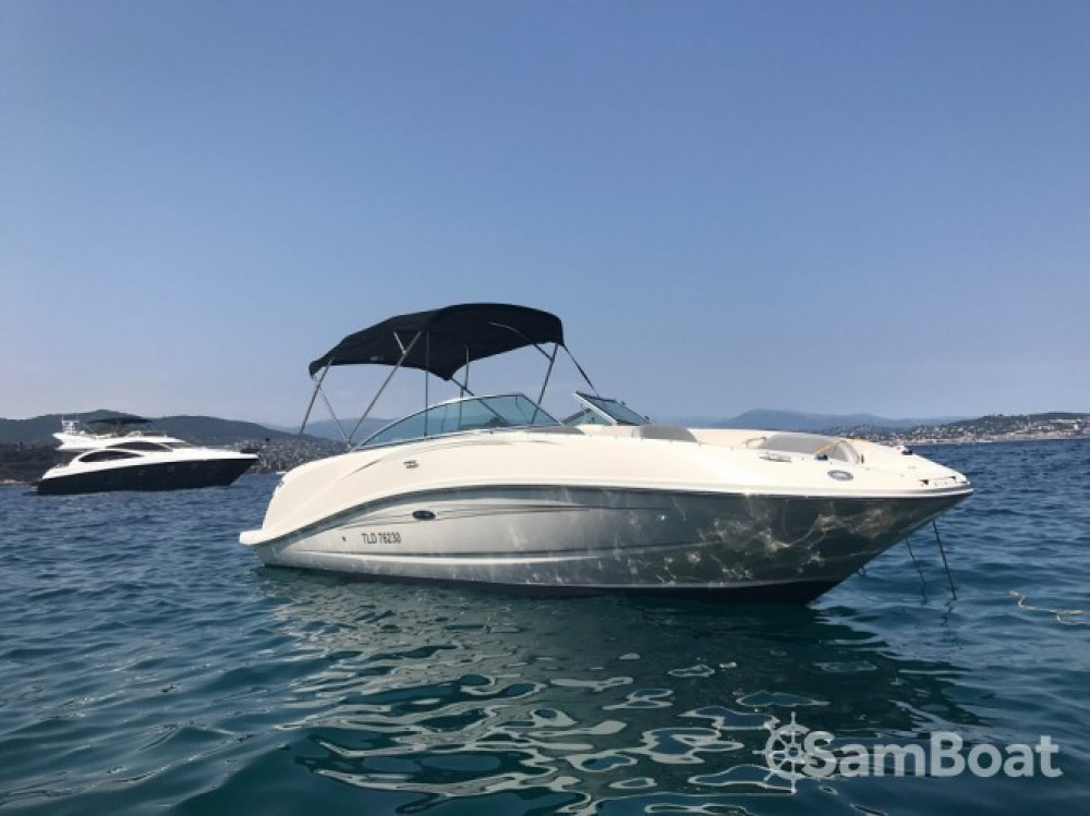Rent a Sea Ray Sea Ray 260 Sundeck Vallauris