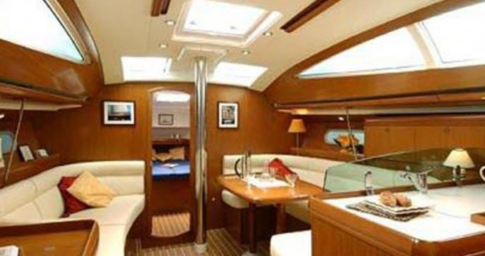 Jeanneau Sun Odyssey 42DS between personal and professional Alimos