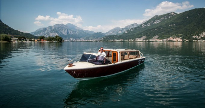 Rental Motorboat taxi with a permit