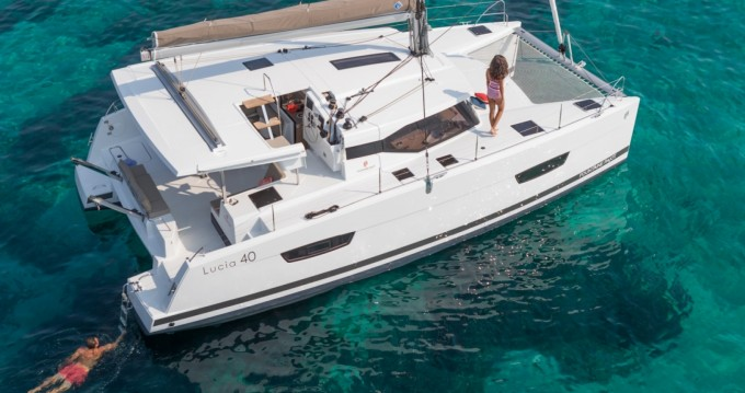 Boat rental Newport cheap Lucia 40