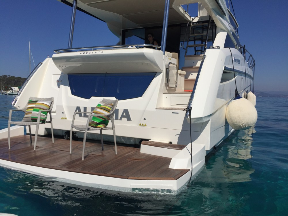 Rental Motor boat in Hyères - Absolute Yachts Absolute 52 Fly