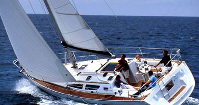 Jeanneau Sun Odyssey 35 between personal and professional Alimos