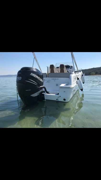 Hire Motor boat with or without skipper Jeanneau Port-de-Bouc
