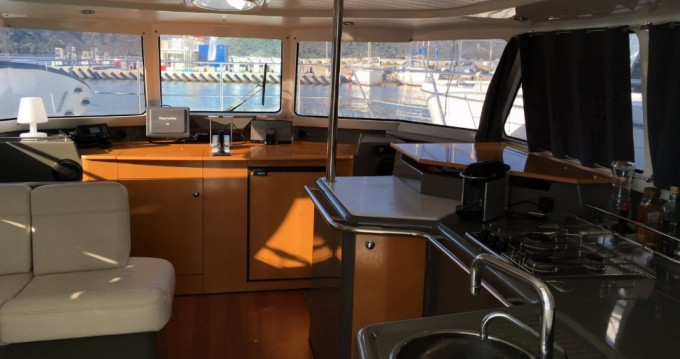 Rental Motorboat in Saint-Florent - Fountaine Pajot Highland 35