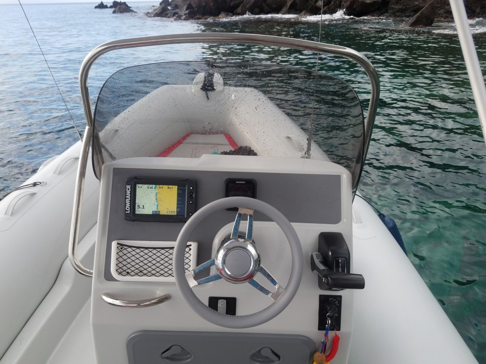 Hire RIB with or without skipper Zodiac Basse-Terre