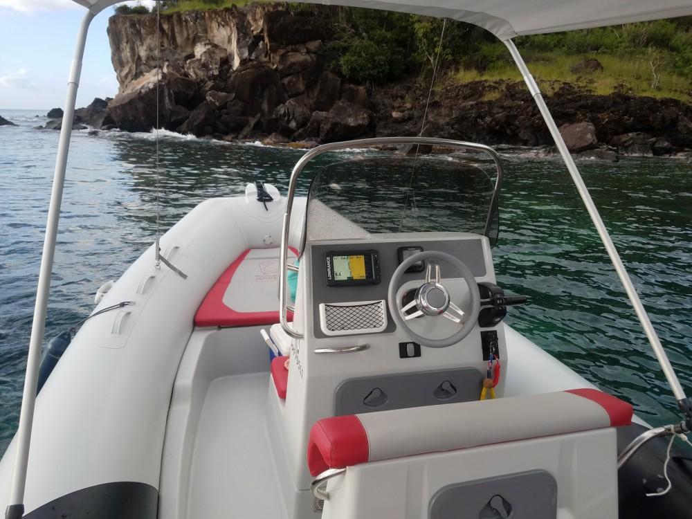 Boat rental Basse-Terre cheap Medline 580 Color