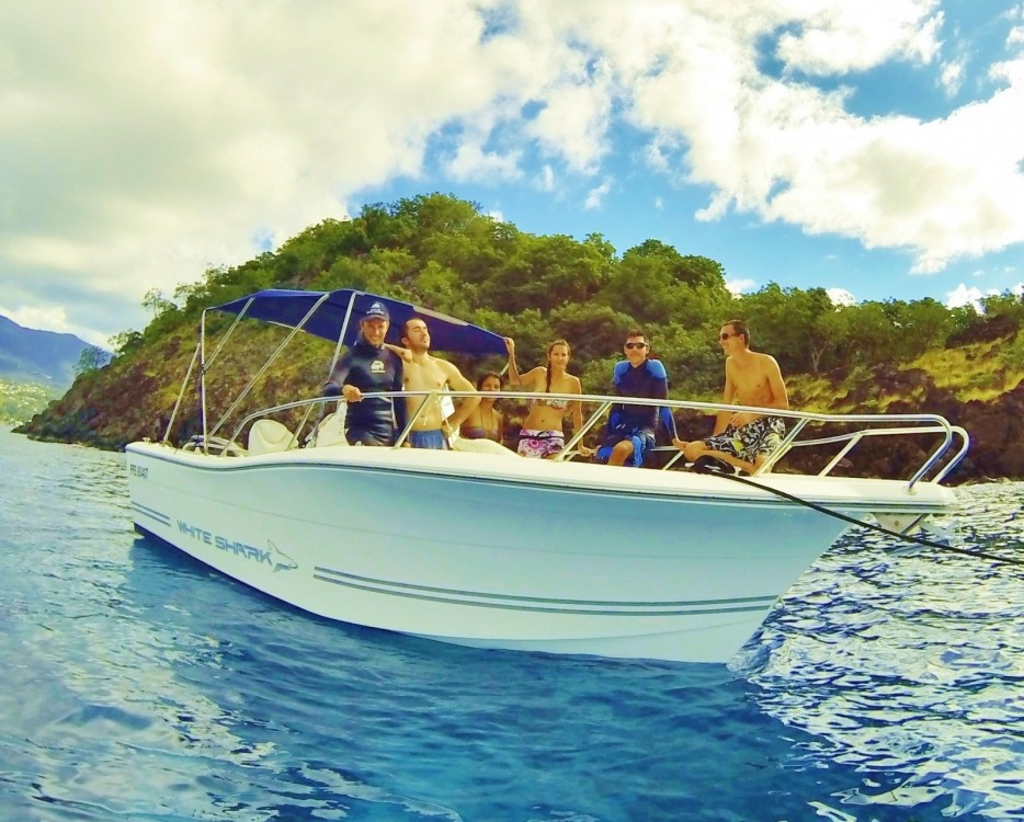 Motor boat for rent Basse-Terre at the best price