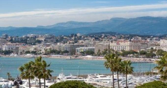 Rental Motorboat in Cannes - Ferretti Altura 36