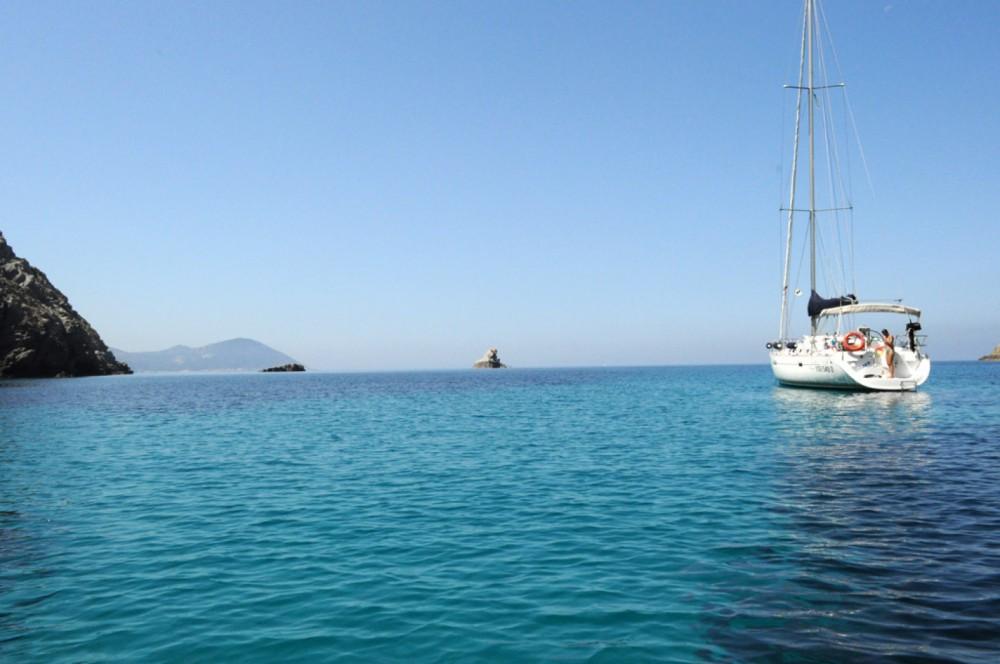Rental Sailboat in Finale Ligure - Bénéteau Oceanis 423 Clipper