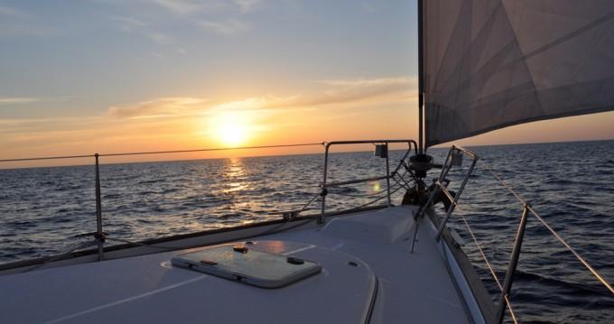 Boat rental Bénéteau Oceanis 423 Clipper in Finale Ligure on Samboat