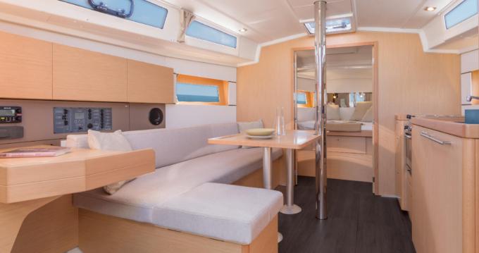 Rental yacht Sari-Solenzara - Bénéteau Oceanis 38.1 on SamBoat