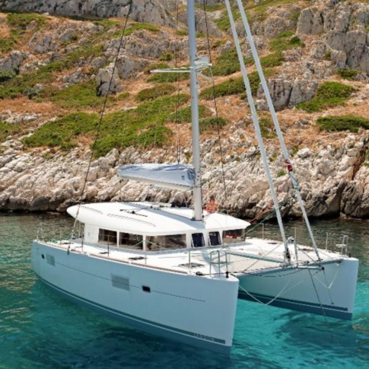 Boat rental Lagoon Lagoon 400 in Marseille on Samboat