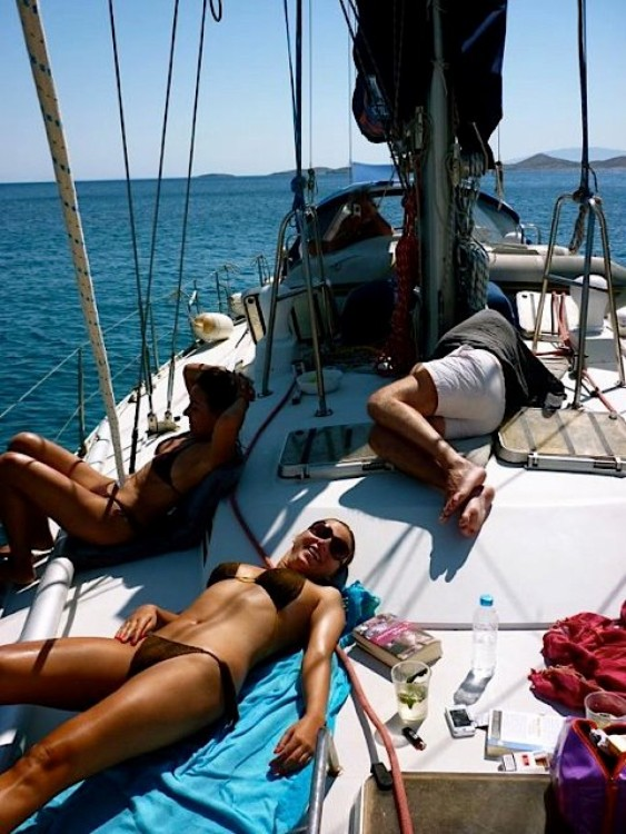 Sailboat for rent Naousa at the best price