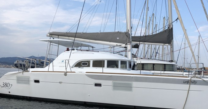 Rent a Lagoon Lagoon 380 Infinity Six-Fours-les-Plages