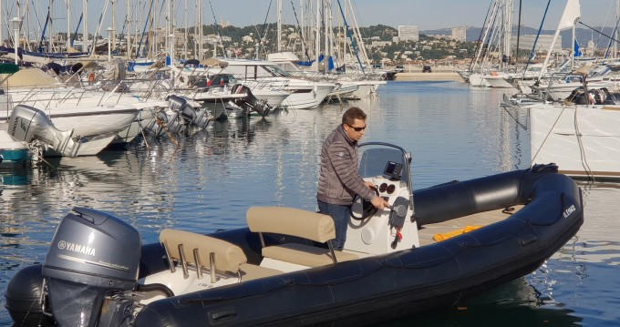 Boat rental Bombard Explorer 640 SB in Marseille on Samboat